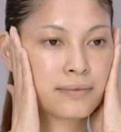 顔のマッサージ