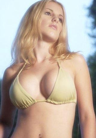 胸の形が綺麗な女性