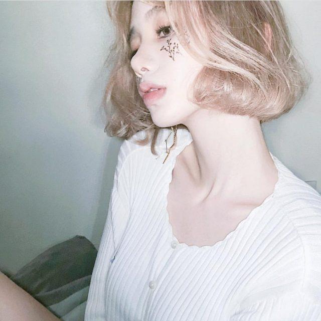美白の女性