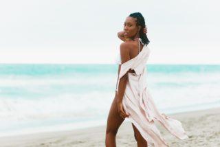 海辺の美女