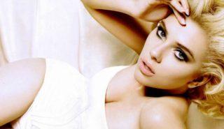 美しいバストの女性