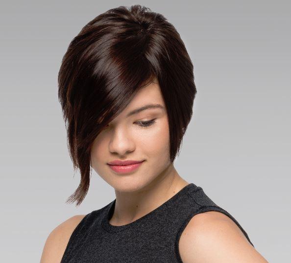 ボリューミーな髪の毛の女性
