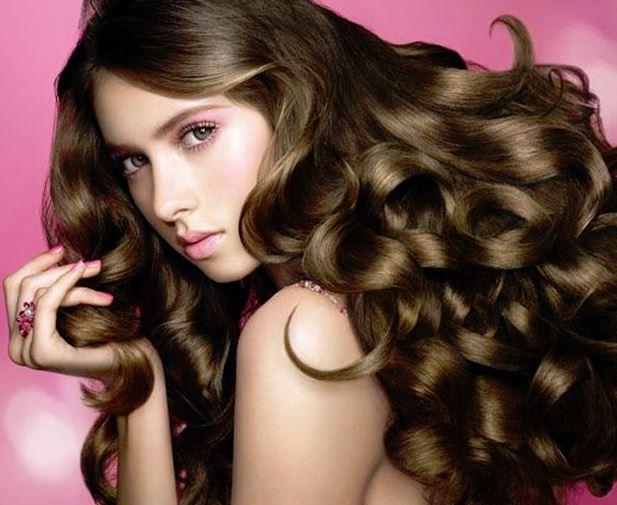 女性のふわふわした髪01